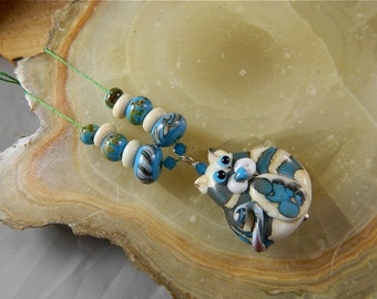 Lampwork Bead Set, Raked Flat Cat Focal Bead Pendant and Matching Spacer Beads: Hondo the Southwest Cat