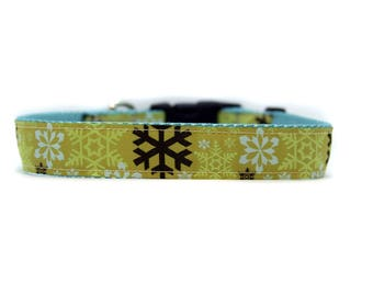 1 Inch Wide Dog Collar with Adjustable Buckle or Martingale in Snowflakes Green
