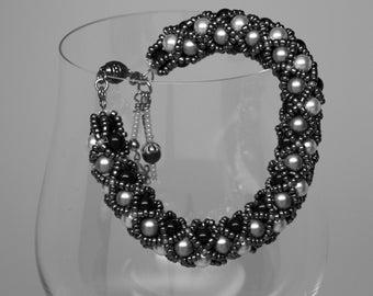 Design your Own Swarovski Pearls, netted bracelet