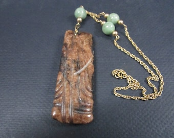 Jade pendant necklace