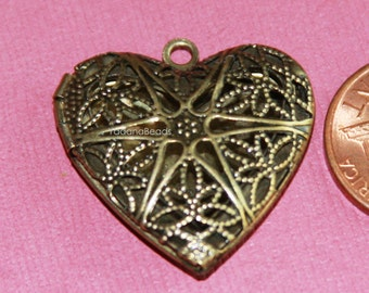 5 pcs of antiqued brass filigree heart Locket Pendant 25x24x6mm