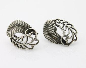 Vintage 1930s Sterling Silver Elegant Feather Leaf Openwork Screwback Earrings. [1487]