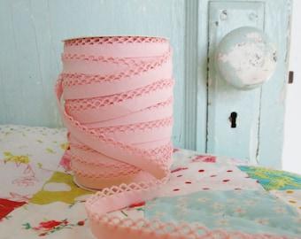 Light Pink Crochet Edge Bias Tape (No. 43)
