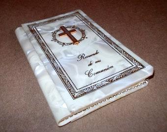 Recuerdo de mi Comunion Holy Communion Prayer Book En Espanol Pearl Hardcover NOS