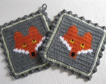 Fox Pot Holder Set. Grey crochet potholders with orange foxes. Woodland animal kitchen decor. Fox gift