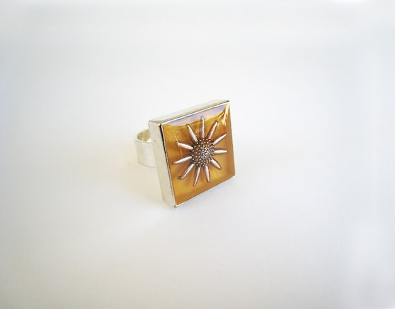 Yellow daisy ring, sunflower ring, floral ring, yellow resin ring, square ring, flower botanical nature inspired, boho chic summer jewelry