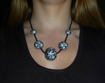 Collier - Perles fimo et rocailles en verre - Noir et blanc