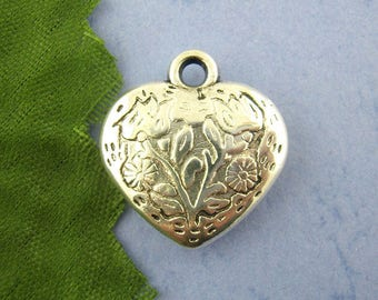 set of 5 carved heart pendant