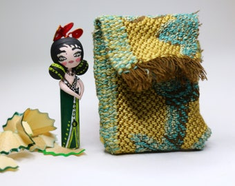 Sparkle green pencil doll