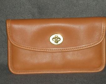 COACH British TAN Leather Turnlock CLUTCH Wallet Multi-Purpose Makeup Bag