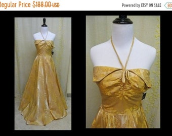 30% OFF ENTIRE STORE Vintage 1940s - 1950s Gown - Fabulous Golden Floral Brocade Strapless Late 40s - Early 50s Party Dress with Petal Bust
