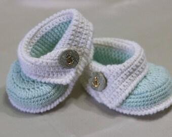 Crochet baby booties 0-12