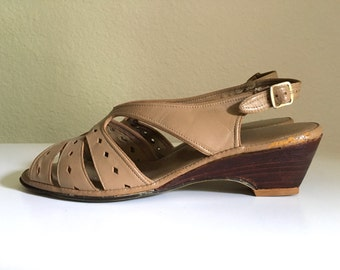 Vintage Shoes Women's 70's Tan Leather Wedge Sandals by Penaljo (Size 6 1/2)