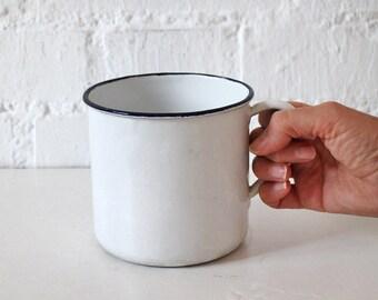 Vintage enamel saucepan - White enamel saucepan - Milk jar - Coffe pot - Enamelware - Enamel pan - Enamel pot
