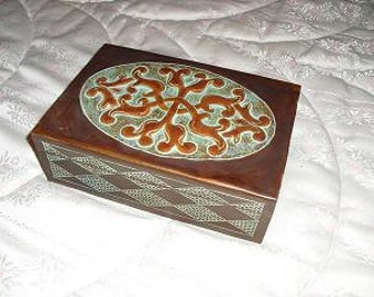 Box in leather embossed.