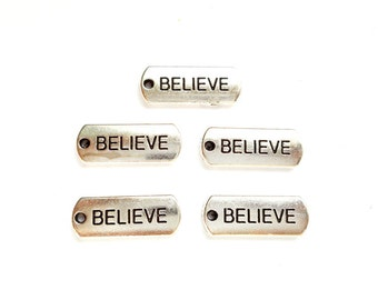 5 Antique Silver Believe Word Charms - 22-10-4