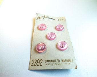 Le Chic Vintage Pink Plastic Buttons on Card - 7/16 inch 11mm buttons - plastic buttons - washable buttons