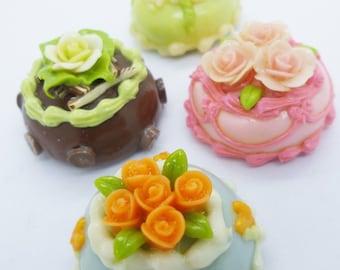 Assortiment de gâteaux de 2,5 cm de 4 aimants miniatures Foods Polymer Clay fournitures pour maison de poupées,
