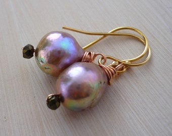 Lilac nucleated flameball pearl & gold drop earrings.