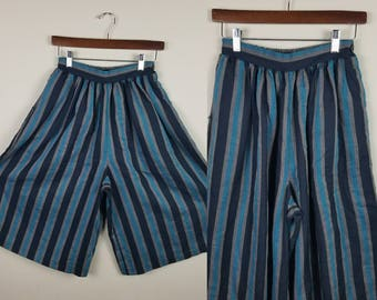 Culottes Wide leg shorts 1970s 1980s Black and teal stripes Medium Vintage culotte skort