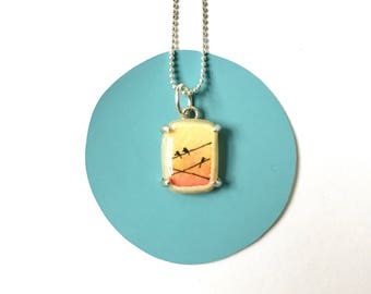Halskette mit handbemalten Anhänger / / Solid Sterling / / Zitronengelb & Mandarine Himmel / / Anhänger Charm Liebe Vögel auf Drähte Silhouette