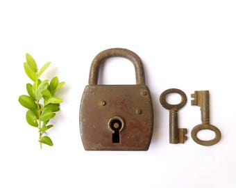 Rustic old padlock with 2 keys - Antique lock square Brown rusty - style Decor industrial loft, steampunk - Working lock