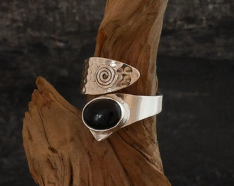 Ring silver 925, hammered ring with Onyx