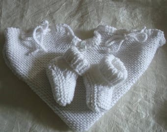 Pouch and 0/1 month baby booties set