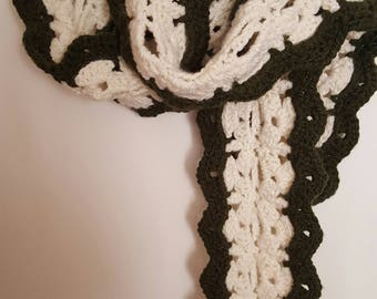 Beautiful Crochet Ladie's Scarf in Chunky Weight Yarn