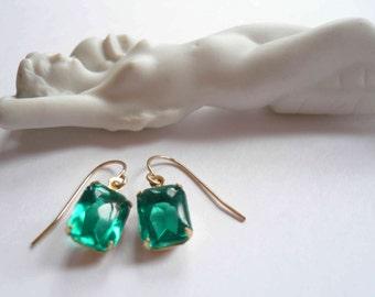 Emerald birthstone earrings Green earrings Emerald earrings Square earrings Vintage earrings Green glass earrings 14K gold fill earwire Gift