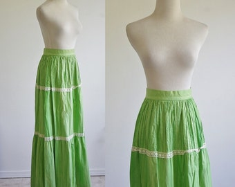 Vintage Hippie Skirt, 70s Maxi Skirt, 1970s Green Skirt with Lace Trim, Long Tie Dye Skirt, Summer Skirt, Lightweight Maxi, Medium Waist 26
