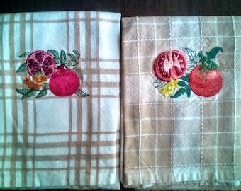 Set of two towels embroidered fruit theme