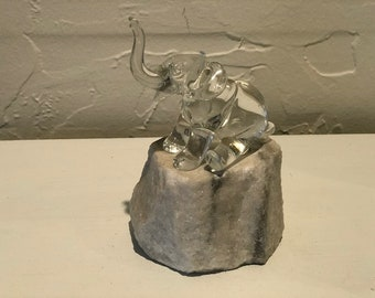 Tesbuceo glass elephant figurine