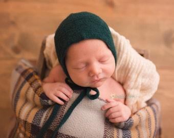 NEWBORN CHRISTMAS BABY bonnet, knit baby bonnet, emerald green, red, lace trim, handmade, newborn baby photo prop,  photography prop, prop