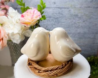 Kissing Ivory Love Bird Cake Topper