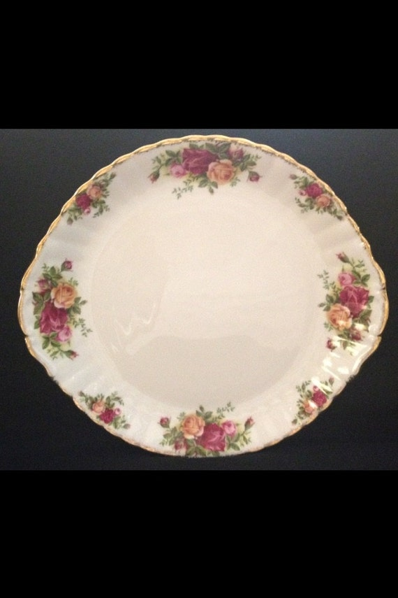 """FREE SHIPPING-Fantastic-Vintage-1962-Old Country Roses-Royal Albert-Bone China-Made England-10 1/2""""-Cake/Sandwhich Plate"""