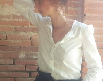 Straight blouse in white cotton. 02617