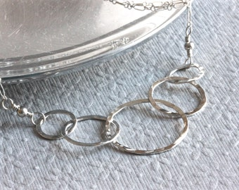 5 Interlocking Circle Necklace, Sterling Silver Chain Necklace, Mom Necklace, Mother and Child Necklace, Family Necklace, Christian Jewelry