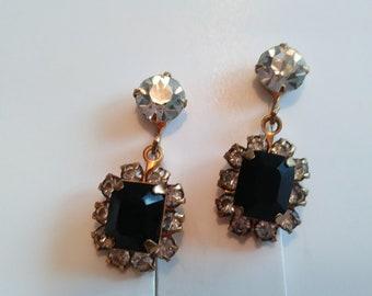 Vintage clear and black rhinestones screw back earrings in gold tone
