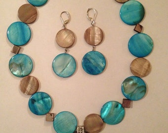 Pendant with mother of pearl necklace and earrings