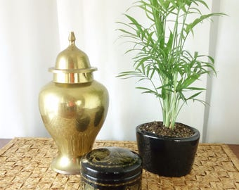 Chinoiserie Solid Brass Ginger Jar, Vintage Brass Urn Lidded, Asian Inspired Decor, Mid Century Hollywood Regency Vase