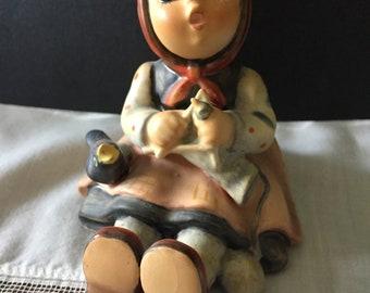 VINTAGE HUMMEL #69 GOEBEL Sitting Girl W/ Blackbird Singing Knitting