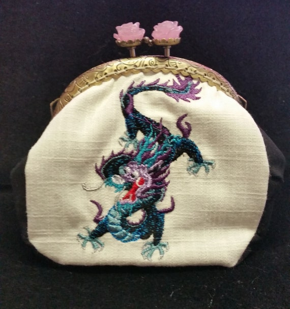 CP568.  The Chinese dragon design purse