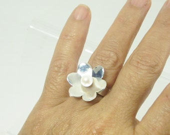 Flower Pearl Silver Ring  Handmade  with a white fresh water Pearl and Sterling Silver, bridal jewelry