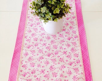 Centerpiece Runner print flowers and polka dots.