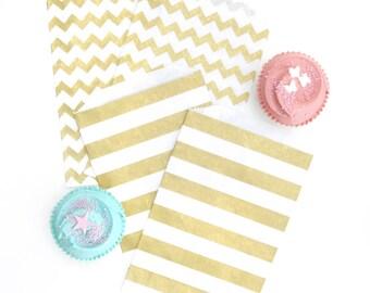 "25 Medium Flat Metallic Gold Horizontal Stripes Paper Favor Bags . 5"" x 7.5"""