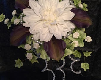 Pearls, lilys and tiny roses