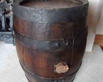 Vintage French Wooden Wine Barrel Strong and Sturdy a traditional metal banded coopered barrel. Garden or House Ornament.