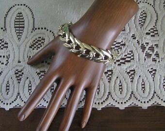Pale Gold Chevron Link Bracelet Vintage 60's signed Coro