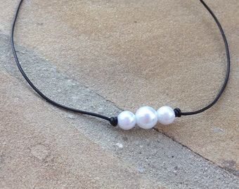 Leather Three Pearl Necklace- Black